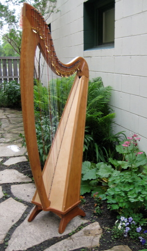 Marion Harp, Fin, PKG Marion Floor Harp, 34 strings, Fin, 4 Oct, Maple/Walnut, Full Truit Levers, Bag